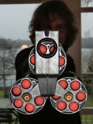 Mein Bruder mit der fertigen Waffe