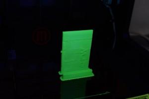 Fertig gedrucktes Etui aus dem Replicator 2X. Eher unbrauchbar so.