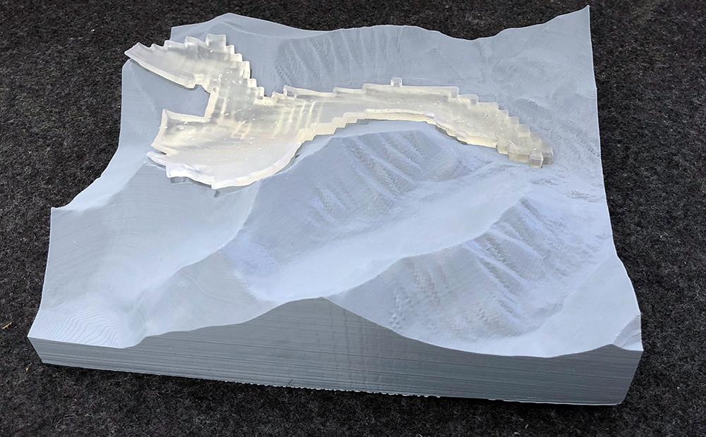 Gletscher-Tellbreen-mit-Eis-Modell